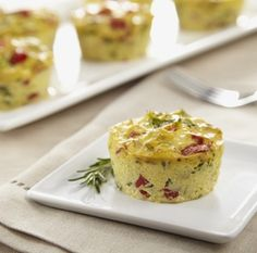 Mini Crustless Tofu Quiches! A delicious vegetarian autumn treat from dinner parties to snacks. #tofu