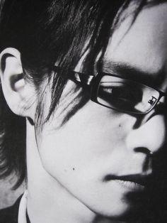 いつもと違うカッコよさ Four Eyes, Kubota, Nihon, Gentleman, How To Look Better, Sunglasses Women, Actors, Black And White, Artist