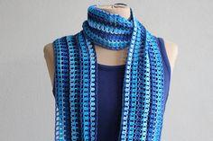 Blauw, langwerpig gehaakt zomersjaaltje met franje. door MeesterMaakt op Etsy