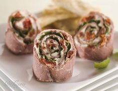 Roast Beef and Sun-Dried Tomato Rollups – Di Lusso Deli – Sandwich Roast Beef Appetizers, Low Carb Appetizers, Roast Beef Pinwheels, Appetizer Recipes, Deli Sandwiches, Roast Beef Sandwiches, Sandwich Recipes, Memorial Day Foods, Sliced Roast Beef