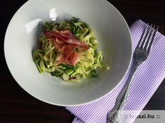 Cukkini spagetti Spagetti, Cabbage, Vegetables, Food, Essen, Cabbages, Vegetable Recipes, Meals, Yemek