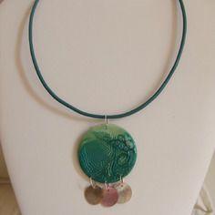Collier en résine, ras du cou, pendentif rond vert 2 couleurs
