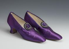 Purple Shoes, Red Shoes, Russian Art, Historical Clothing, Ladies Shoes, Loafers, Lady, Boots, France