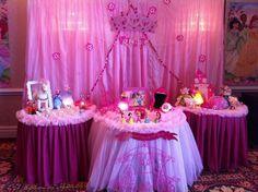 Décor at a Princess Party #princess #partydecor