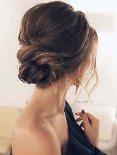 Featured Hairstyle: Courtesy of tonyastylist; www.instagram.com/tonyastylist; Wedding hairstyle idea. #weddinghairstyles