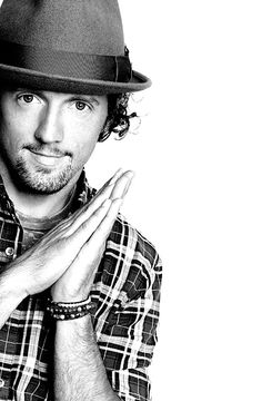 Jason Mraz I know that he is not an actor or actress but I still want to met him