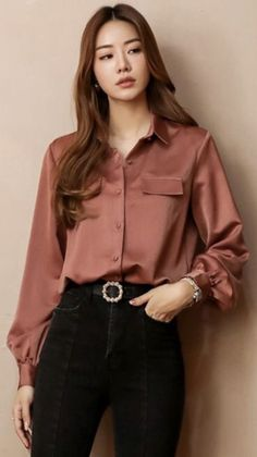 StyleOnme_Loose Fit Silky Collared Blouse You are in the right place about Women Blouse floral Here we offer you the most beautiful pictures about the Women Blouse outfit you are looking for. Slacks Outfit, Blouse Outfit, Collared Shirt Outfits, Mode Kawaii, Slacks For Women, Blouses For Women, Teen Fashion Outfits, Women's Fashion, Fashion Trends