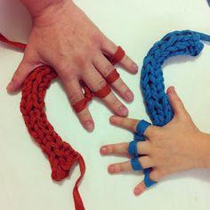 Paseando hilos: Tejer con los dedos