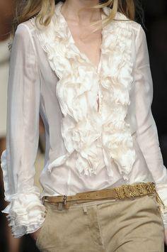 Ermanno Scervino at Milan Fashion Week Spring 2009 - Details Runway Photos Fashion Details, Look Fashion, Womens Fashion, White Fashion, Style Couture, Couture Fashion, Beautiful Blouses, Beautiful Outfits, Beautiful Life