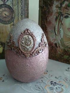 Easter Egg Crafts, Easter Art, Easter Eggs, Vintage Christmas Ornaments, Christmas Bulbs, Egg Shell Art, Easter Egg Designs, Dragon Egg, Egg Art