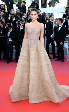 Sara Sampaio from Cannes Film Festival Star Sightings The model in Zuhair Murad attends the screening of Girls Of The Sun at the annual Cannes Film Festival at Palais des Festivals on May 2018 in Cannes, France. Sara Sampaio, Gala Dresses, Red Carpet Dresses, Celebrity Red Carpet, Celebrity Look, Pretty Dresses, Beautiful Dresses, Vestidos Fashion, Style Personnel