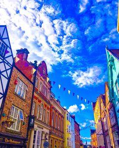Exploring the quaint streets of beautiful #Durham 🌈 thefashionadvocate#durhamuk #england #history #travel #exploring #architecturelovers #architecturephotography #architecture #english #englishhistory #blueskies #londonsummer #colourpop #rooftop #skyline #travel #travelphotography