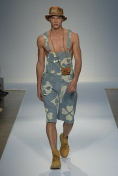 Moschino this is a BIG hit with Lil Abner and Jethro. How horrible