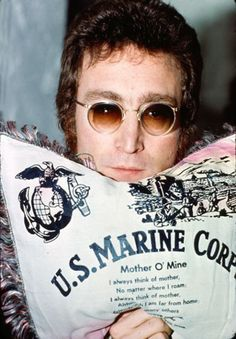 John Lennon clutches a US Marine pillow, circa 1973 photo by Tom Zimberoff John Lennon And Yoko, Imagine John Lennon, Jhon Lennon, Beatles Photos, The Beatles, The Lost Weekend, Grunge, Wall Of Sound, Toms Shoes Outlet