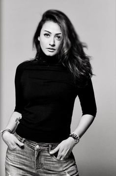 Star Actress, Turtle Neck, Actresses, Stars, Sweaters, Twitter, Fashion, Female Actresses, Moda