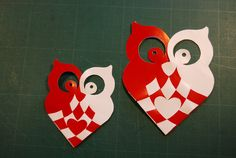 Kubik's delights: Braided Christmas hearts with owls Owl Crafts, Xmas Crafts, Valentine Crafts, Valentines, Danish Christmas, Scandinavian Christmas, Christmas Hearts, Christmas Diy, Paper Owls