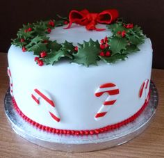 christmas wreath and candy cane cake
