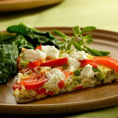 Checkout this easy low calorie breakfast recipe for a Bell Pepper and Goat Cheese Frittata. Just 3 Points+ for of the whole frittata, this dish offers a delicious and healthy way to start off your day.---This site is full of Weight Watchers recipes Goat Cheese Frittata Recipe, Frittata Recipes, Clean Eating Breakfast, Egg Recipes For Breakfast, Breakfast Pizza, Breakfast Ideas, Gourmet Breakfast, Breakfast Photo, Vegetarian