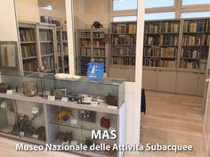 Biblioteca: sono presenti libri di saggistica e narrativa sul mare, sull'ambiente e sulle attività subacquee.
