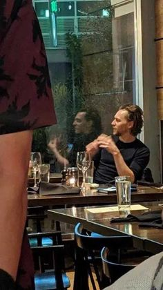 Tom Hiddleston's reflection looks more like Loki than he does Tom Hiddleston Loki, Tom Hiddleston Interview, Tom Hiddleston Dancing, Tom Hiddleston Quotes, Thomas William Hiddleston, Tom Hiddleston Funny Tumblr, Fan Art Avengers, Loki Avengers, Loki Marvel