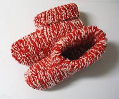 Voici un modèle pour femmes très facile à faire et qui se tricote avec deux laines en même temps. Version imprimable / Print Version Pour varier le style, on peut tourner les rebords vers l'e…