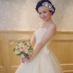 「Amtteliebeさんドレス♡ ブーケが新しくなって可愛かった♡ #Amtteliebe #アンテリーベ #北野クラブ #ドレス #大人可愛い #甘め #ウェディング #ウェディングドレス #お花 #アレンジ #ウェディングアレンジ #ヘアアレンジ #ブーケ #おにゅう#結婚式 #結婚式場 #ガーデン…」