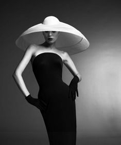 With the royal wedding just two days away, I couldn't resist a post about the fabulous Philip Treacy! Milliner to the royals and stars, his headpieces are breathtaking works of art…I ca… Foto Fashion, Fashion Art, High Fashion, Fashion Design, Fashion Glamour, Latex Fashion, Lolita Fashion, Timeless Fashion, Fashion Boots