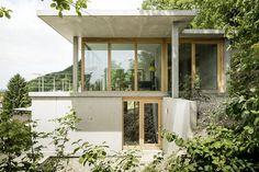 Wohnhaus am Hang, Wyhlen : Moderne Häuser von GIAN SALIS ARCHITEKT