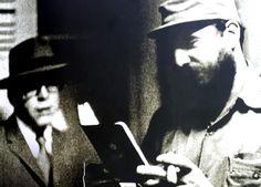 El Che Guevara, caracterizado como Ramón Benítez Fernández, al lado de Fidel Castro.