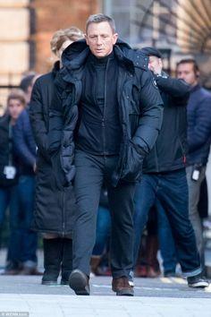 Bond's back: Leading man Daniel Craig was spotted shooting scenes for new 007 film Spectre. Rachel Weisz, Estilo James Bond, James Bond Style, Daniel Craig Style, Daniel Craig James Bond, Los Primates, Daniel Graig, Harley Davidson, Inspiration Mode