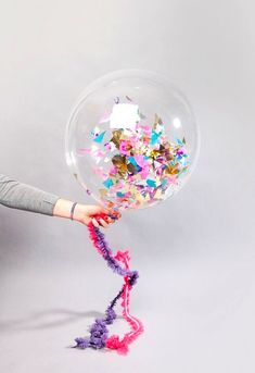 DIY::Confetti Balloons what you need is helium and confetti and clear balloons. Clear Balloons, Confetti Balloons, Glitter Balloons, Glitter Party, Helium Balloons, Festa Party, Diy Party, Party Ideas, Fun Ideas