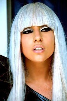 Lady Gaga's hair and makeup...<3