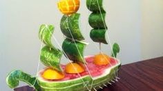 Convierte una sandia en un barco, idea para regalar el dia del padre., via YouTube.