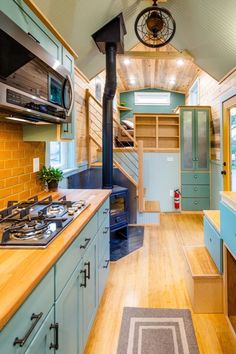 Carrie's Gooseneck Tiny House by Mitchcraft Tiny Homes – Tiny Living - Dream House Rooms Best Tiny House, Tiny House Cabin, Tiny House Living, Tiny House Plans, Tiny House Design, Tiny House On Wheels, Small Living, Living Room, Inside Tiny Houses