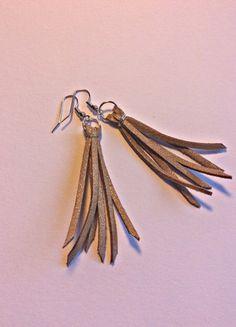 Kupuj mé předměty na #vinted http://www.vinted.cz/doplnky/nausnice/19134196-hnedozlate-strapate-nausnice