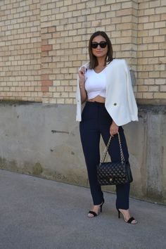 White blazer and Chanel bag Elegant Outfit, Summer Outfits, High Heels, Trousers, Chanel, Street Style, Blazer, Bag, How To Wear