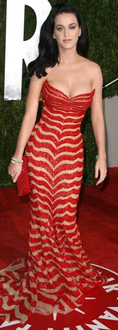 Katy Perry ~ her cup(s) runneth over on Vanity Fair red carpet Russell Brand, Reese Witherspoon, Girl Bands, Jessica Chastain, Blake Lively, Celebrity Dresses, Celebrity Style, Zuhair Murad, Katy Perry Fotos