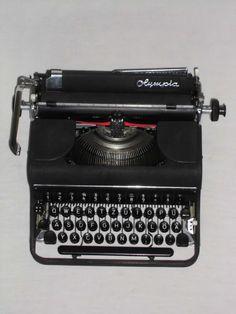 Alte mechanische Schreibmaschine Olympia von nostalgiehauscom