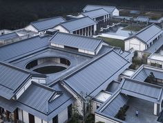 Weihai Hospital of Traditional Chinese Medicine / GLA Location Hudong Road, Huancui District, Weihai, ShanDong, China Building of the Year 2019 Healthcare Architecture Winner Hospital Architecture, China Architecture, Roof Architecture, Healthcare Architecture, Traditional Chinese House, Traditional Chinese Medicine, Chinese Style, Patio Chino, Chinese Courtyard