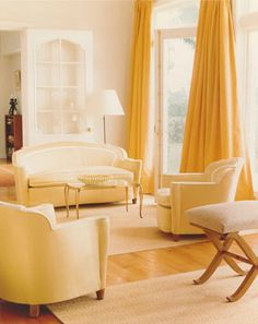 04 Stephen Sills yellow living room Elle Decor Yellow And Gold. Love the furniture style, but I would add more color! Yellow Curtains, Yellow Rugs, Bright Curtains, Cream Curtains, Silk Drapes, Velvet Drapes, Drapery, Monochromatic Color Scheme, Interior Decorating