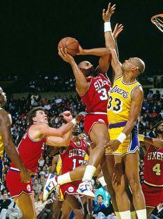 Kareem Abdul-Jabbar with Charles I Love Basketball, Basketball Pictures, Nba Players, Basketball Players, Showtime Lakers, All Nba Teams, James Worthy, Kareem Abdul Jabbar, Making The Team