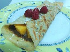 Crepe de mango con chocolate y frambuesas