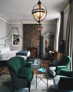 "Melting Butter on Instagram: ""Checked into the Grand Suite at @ArtistResidence, a slightly eccentric boutique hotel situated in a Pimlico townhouse #MeltingButterLondon @JennyNguyenBarron"""