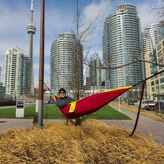 Just hanging out downtown #Toronto in the @highhopeshammock cocoon. With every cocoon hammock purchased one hammock or the equivalent is donated to help someone facing homelessness. #makingadifference #liftingpeopleup #highhopeshammock #hammocklife #hammock #charity #city #skyline by @tristanurry