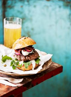 Koti, Bon Appetit, Hamburger, Food And Drink, Ethnic Recipes, Box Lunches, Burgers