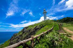御神崎灯台は、石垣島の最西端に位置する小さな白い灯台です。