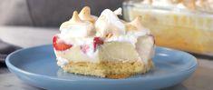 Bolo de Morango na Travessa (veja a receita passo a passo) - Receitas Nota 1000 Portuguese Desserts, Chocolate, Vanilla Cake, Mousse, Cheesecake, Food And Drink, Creme, Cooking, Sweet