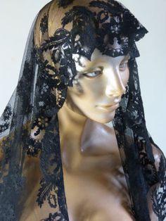 Mantille-voile-messe-deuil-tulle-dentelle-noir-motif-fleurs-vintage-annees-50 / Black flower pattern net and lace mantilla - mid-century chapel & mourning veil - French 50s vintage