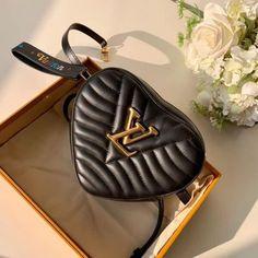 GG BAG MARMONT #gg #gucci #guccibag #guccifan #guccilover Vuitton Bag, Louis Vuitton Handbags, Top Designer Bags, Purse Styles, Brown Bags, Chanel Handbags, Luxury Bags, New Wave, Bag Sale