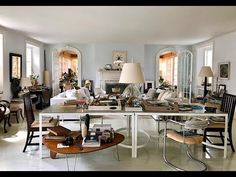 Tag along for a behind the scenes video visit with the prolific and creative designer Thomas O'Brien at this charming Bellport, NY home. Different Types Of Houses, Library Bookshelves, Thomas O'brien, American Modern, Inspired Homes, Decoration, Living Spaces, Living Rooms, Building A House